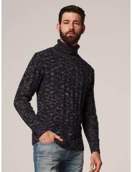 Pull en tricot col roulé